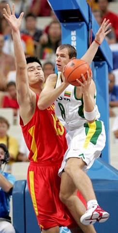 图文-男篮1\/4决赛中国75-95立陶宛 姚明一座高