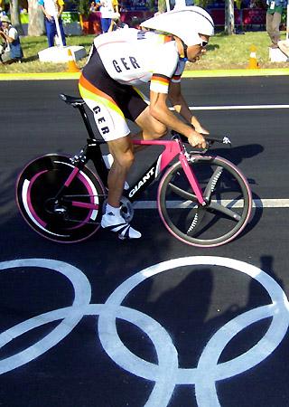 男子公路自行车计时赛 名将乌尔里希上阵图片