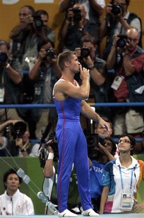 涅莫夫单杠表演征服全场观众 涅莫夫感谢大家