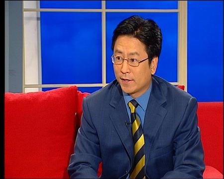 图文 李富荣作客央视新闻会客厅 白岩松激情对话