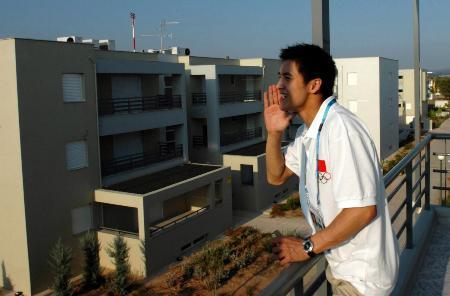 村探秘 田亮在阳台上与邻楼的郭晶晶对话