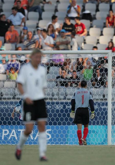 奥运中国女足首战德国 门将肖珍无比失落