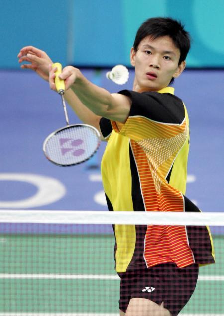 中国选手鲍春来在雅典奥运会羽毛球男单