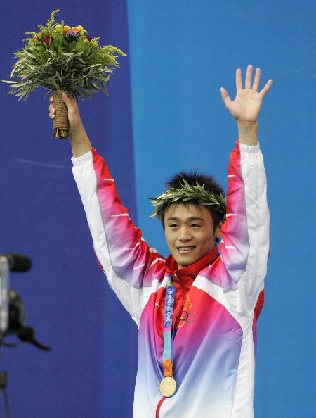 男子跳水10米台决赛胡佳夺金