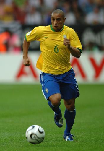 卡洛斯宣布退出巴西国家队兵败法国成皇马左翼绝唱