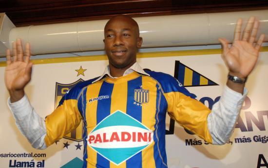 万乔普加盟阿根廷甲级劲旅孙继海前队友开始南美生涯