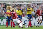 图文-贝克汉姆经典15弯刀世界杯首球送给哥伦比亚