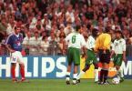 图文-大师齐达内经典老照片98年世界杯不理智领红牌