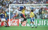 图文-大师齐达内经典老照片98世界杯决赛首开纪录