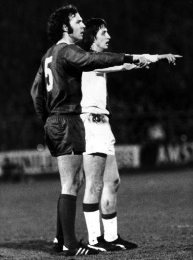 中国 关于 qq 世界杯/图为1973年3月7日,冠军杯阿贾克斯对拜仁,克鲁伊夫和贝肯鲍尔...