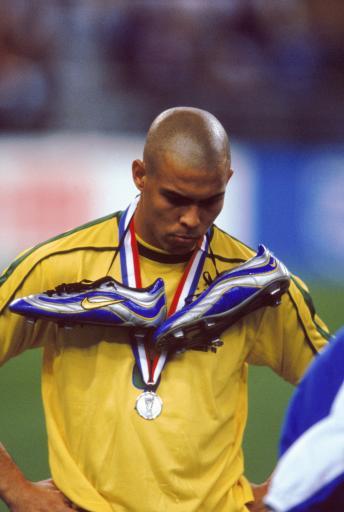 老照片-1998世界杯决赛 罗纳尔多不再微笑_老