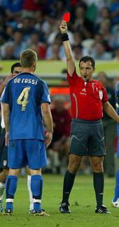 世界杯-意大利1-1战平美国三张红牌主导疯狂对攻
