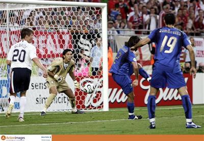 世界杯最怪异乌龙诞生意大利后卫重演中国队失误