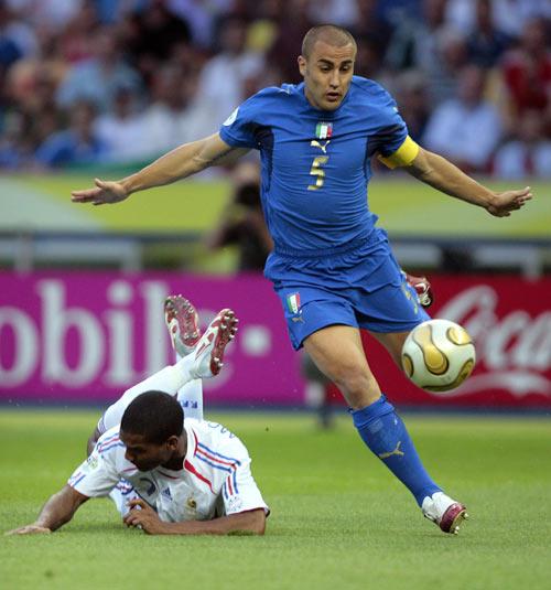 10分铁卫为意大利披上黄金甲卡纳瓦罗救了意大利足球