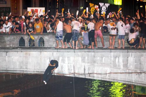波恩市长奉劝日本球迷安全至上不要跳莱茵河搞庆祝