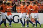图文-[热身赛]荷兰VS澳大利亚队友祝贺范尼入球