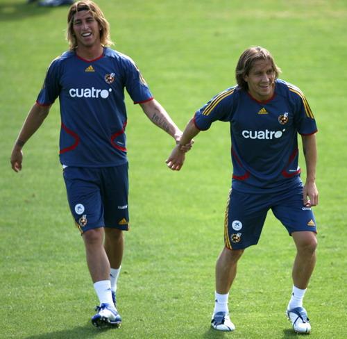 图文-西班牙备战世界杯友谊赛 皇马双星配合默