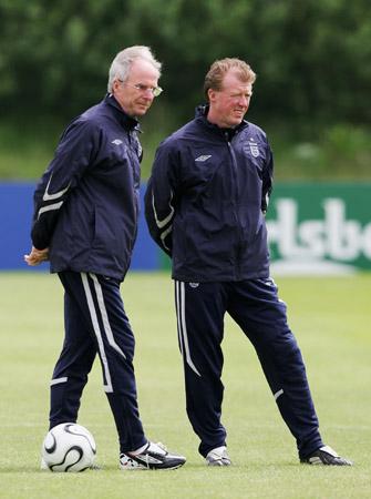 图文-英格兰世界杯前忙训练埃帅与继任者交流心得