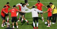 图文-伊朗队抵达德国首次训练为了梦想共同努力