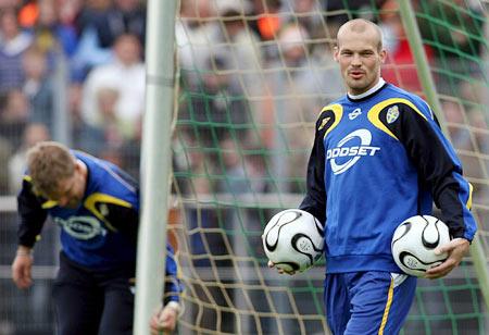 图文-瑞典队不来梅备战世界杯永贝里两手准备