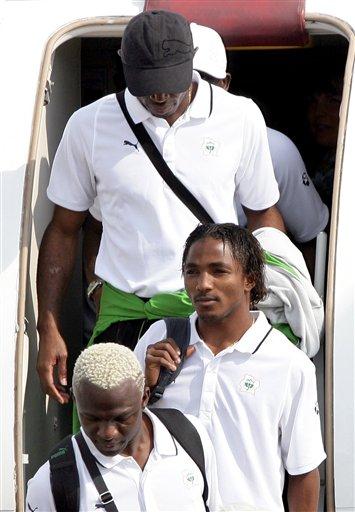 图文-科特迪瓦队抵达德国新非洲雄狮不容小视