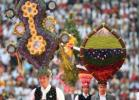 图文-2006德国世界杯开幕式特色头饰犹如花丛