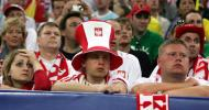 图文-红白色调的波兰球迷球队陷被动球迷也哑火