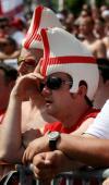 图文-英格兰队球迷风采场上局面令人担忧