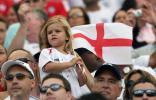 图文-[世界杯]英格兰1-0巴拉圭小贝爱子摇旗呐喊