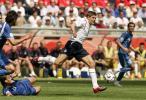 图文-[世界杯]英格兰1-0巴拉圭杰拉德飞越防线