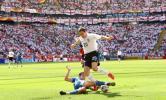 图文-[世界杯]英格兰1-0巴拉圭唐宁带球突破