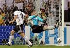 图文-[世界杯]德国VS波兰克洛斯头球差之毫厘