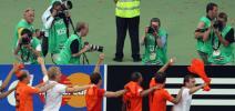 图文-[世界杯]荷兰2-1科特迪瓦记者对准荷兰人