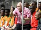 图文-[世界杯]瑞士VS多哥多哥教练场边表示抗议