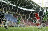 图文-[世界杯]瑞士VS多哥弗雷攻破多哥球门瞬间