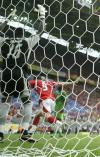 图文-[世界杯]瑞士VS多哥多哥门将呆看弗雷飞翔