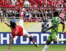 图文-[世界杯]瑞士VS多哥哈坎-亚金惊天大倒钩
