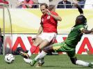 图文-[世界杯]瑞士2-0多哥卢斯特里内里边路起球