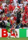 图文-[世界杯]多哥0-2瑞士阿加萨空中揽月