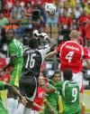 图文-[世界杯]多哥vs瑞士阿加萨双拳出击