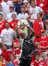 图文-[世界杯]多哥vs瑞士阿加萨空中摘球