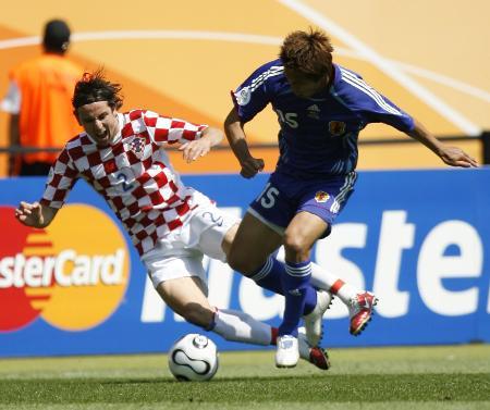 日本0 0克罗地亚 福西崇史失去平衡