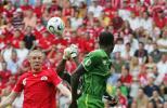 图文-[世界杯]瑞士VS多哥森德罗斯惊险拯救