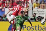 图文-[世界杯]瑞士VS多哥德根阻挡多哥的攻击