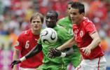 图文-[世界杯]多哥vs瑞士P-德根防守全力以赴