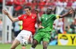 图文-[世界杯]多哥0-2瑞士施特雷勒拼抢积极