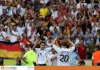图文-[世界杯]厄瓜多尔VS德国德国队员相互祝贺