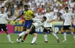 图文-[世界杯]厄瓜多尔0-3德国克洛斯奋力拼抢