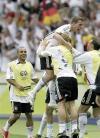 图文-[世界杯]厄瓜多尔0-3德国向波多尔斯基祝贺