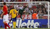 图文-[世界杯]瑞典VS英格兰乔-科尔远射破门瞬间